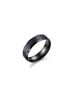 Must sädelev sõrmus