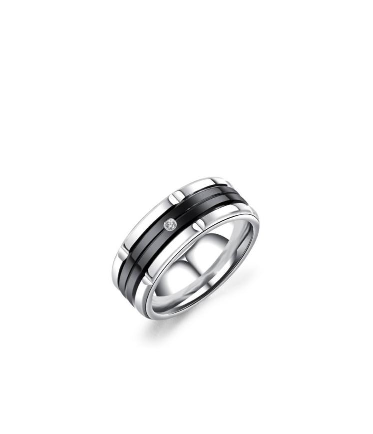 Musta osa ja kiviga sõrmus