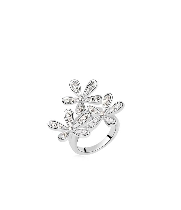 Massiivsete lilledega sõrmus